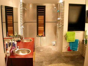 Kúpeľnové poličky