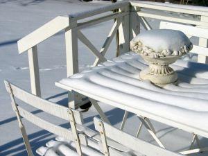 Najbežnejšie používaný záhradný nábytok je stôl stoličky a