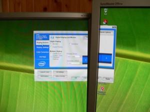 Ako pripojiť dva monitory k počítaču?